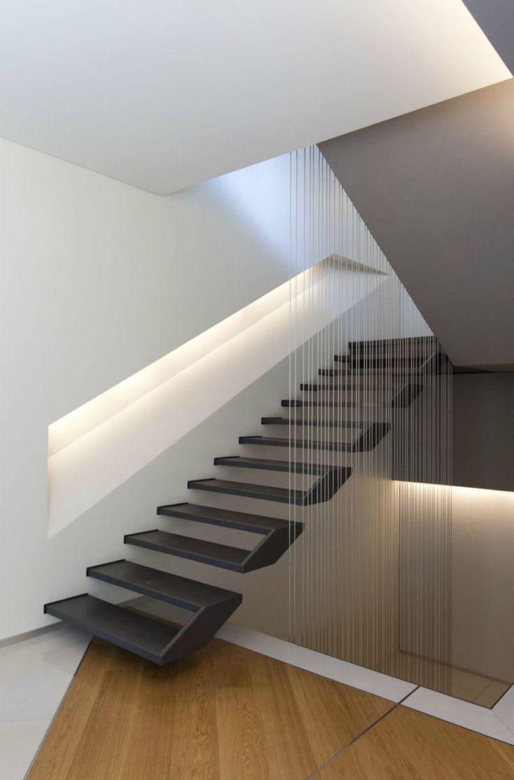 Escalier intérieur design et déco avec éclairage moderne