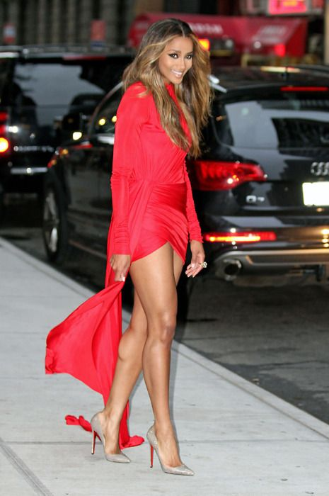 Definitely a Ten with this look: Parties Outfits, Nude Shoes, Red Fashion, Red Dresses, Parties Dresses, Red Carpets, Killers Legs, Lady In Red, The Dresses