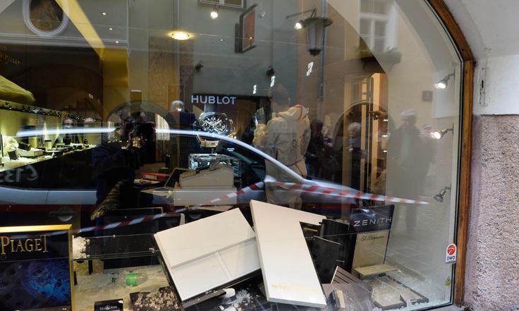 Fahndungsfotos veröffentlicht!: Altstadt-Juwelier in Innsbruck von brutalem Trio ausgeraubt