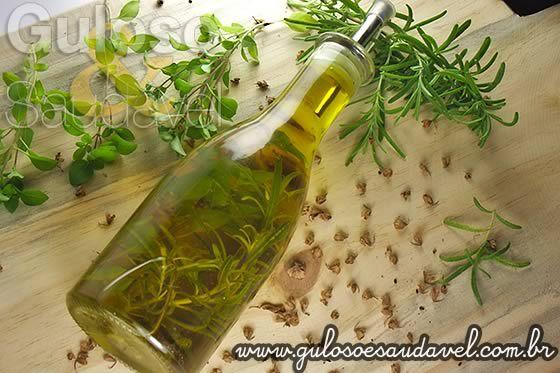 Azeite Aromatizado com Ervas » Molhos, Receitas Saudáveis » Guloso e Saudável  http://www.gulosoesaudavel.com.br/2013/02/13/azeite-aromatizado-ervas/
