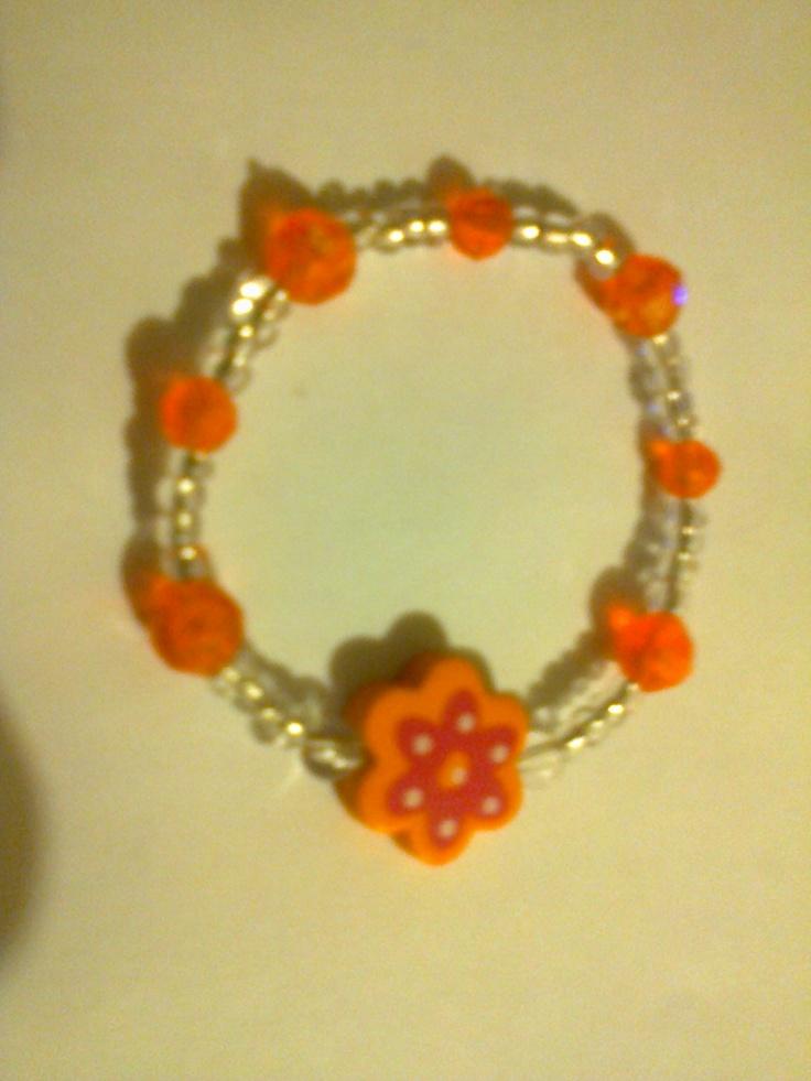 KA_P014 - Pulsera en color naranja y transparente con flor de madera color naranja.