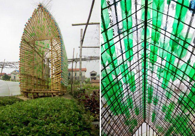 Para ajudar a promover hábitos sustentáveis no Vietnã, a 1+1>2International Architecture Company, um escritório de arquitetura londrino, em parceria com a ONG Action For the City, criou uma estufa com materiais de baixo custo, mais precisamente bambu e mais de 2 mil garrafas PET. A estrutura mede 6x3,6 metros quadrados e além de reaproveitar os materiais, ainda reutiliza a água da chuva. Mas não se trata apenas de uma estufa - o projeto também foi pensado para tornar-se uma moradia básica…