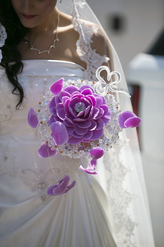 Spesso le spose sono alla ricerca di bouquet sposa particolari e innovativi che le rappresentino nella favola d'amore da interpretare il giorno delle nozze.