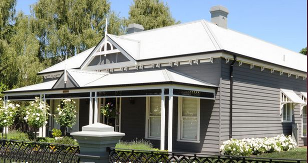 Gorgeous weatherboard colour.