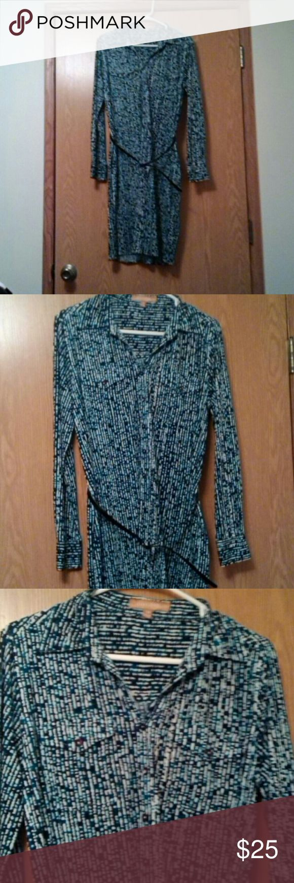 Belted  Shirt Dress by Ellen Tracy Buttons halfway down two front pockets size Medium Ellen Tracy Dresses Midi