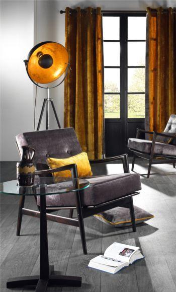Volg de trend en schaf een Cinema staanlamp aan! De warme goudkleurige binnenkap en ronde vorm brengen een luxueuze uitstraling in huis: http://www.duvergerhome.be/duverger-staanlamp-cinema-schijnwerper-zwart-3-pot.html