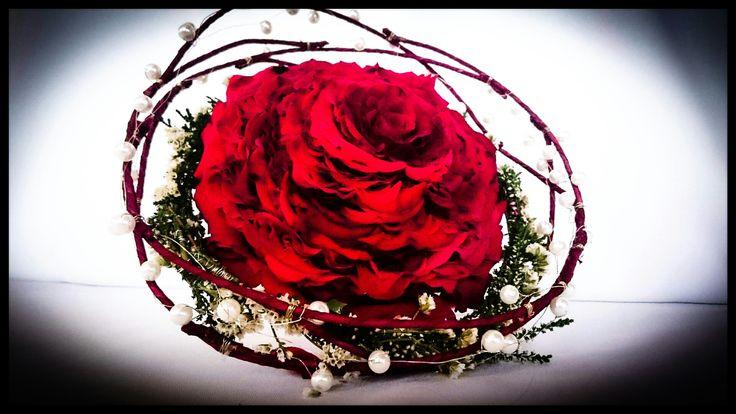 Rosamelia - bukiet z płatków róż.