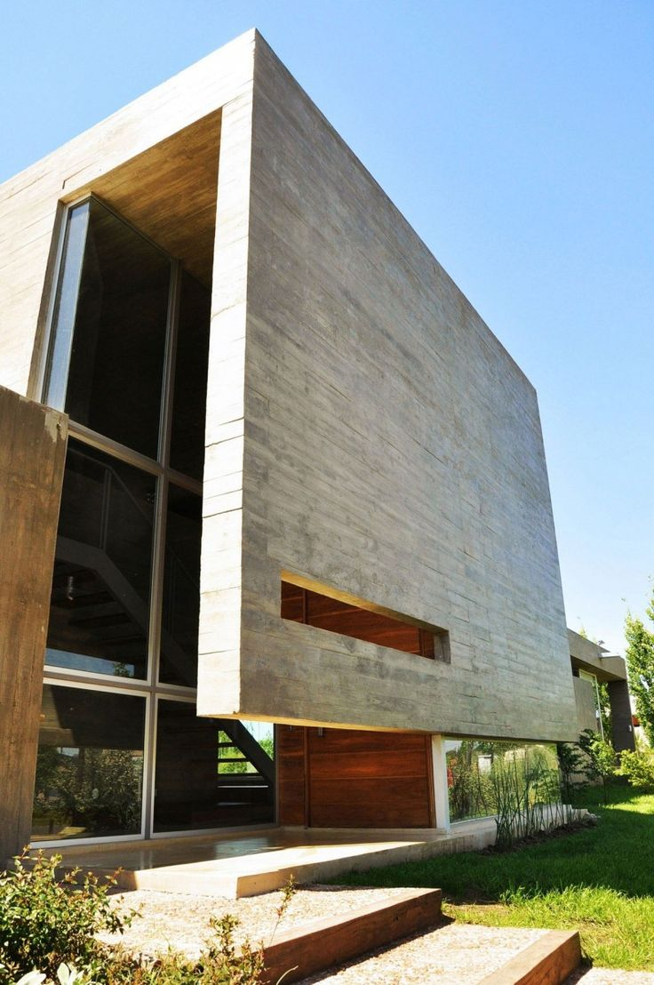 KM House was designed by Estudio Pablo Gagliardo and is located in Rosario, the largest city in the province of Santa Fe, in Argentina.