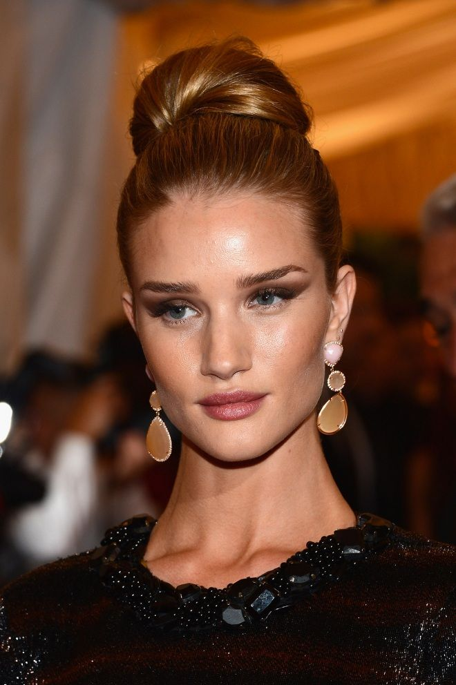 Rosie Huntington-Whiteley's brows and smokey eye combination is no joke #modelmakeup