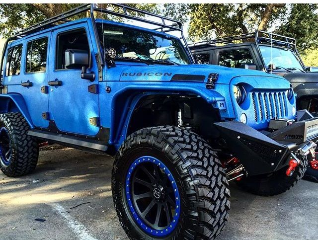 BLUE 4 DOOR JEEP RUBICON JK