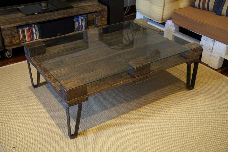 Palet con tapa cristal y patas de hierro mesas de centro for Mesas de hierro forjado y madera