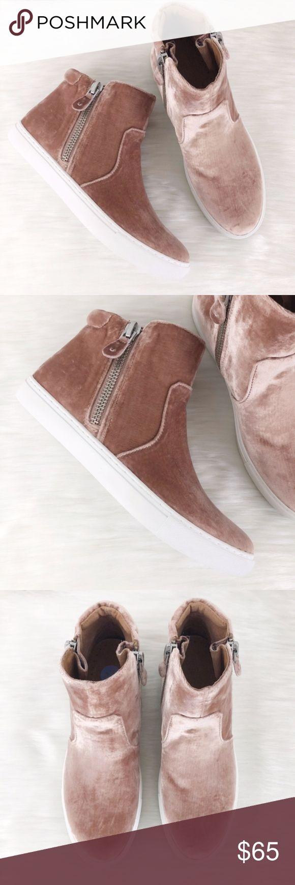 Gentle souls carole zip sneaker in blush in my posh closet