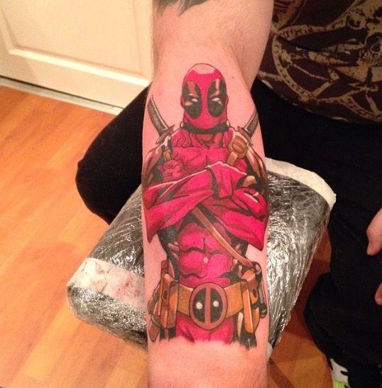 Ich liebe die Platzierung dieses Dead Pool Tattoo   – Tattoos – #Dead #die #Dies… – Super Cool Tattoos