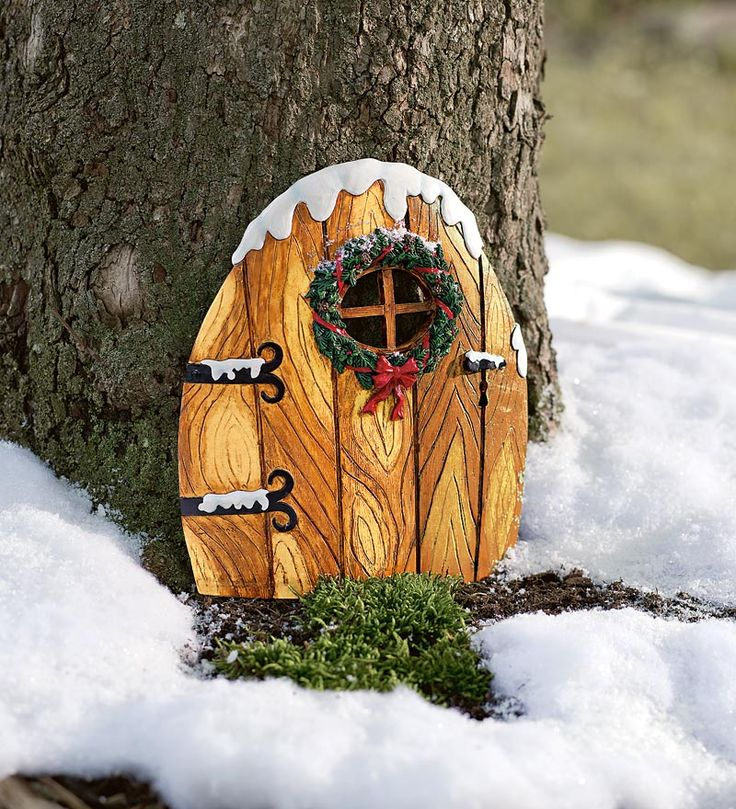 Elfin christmas door this is awesomely adorable so for Make an elf door