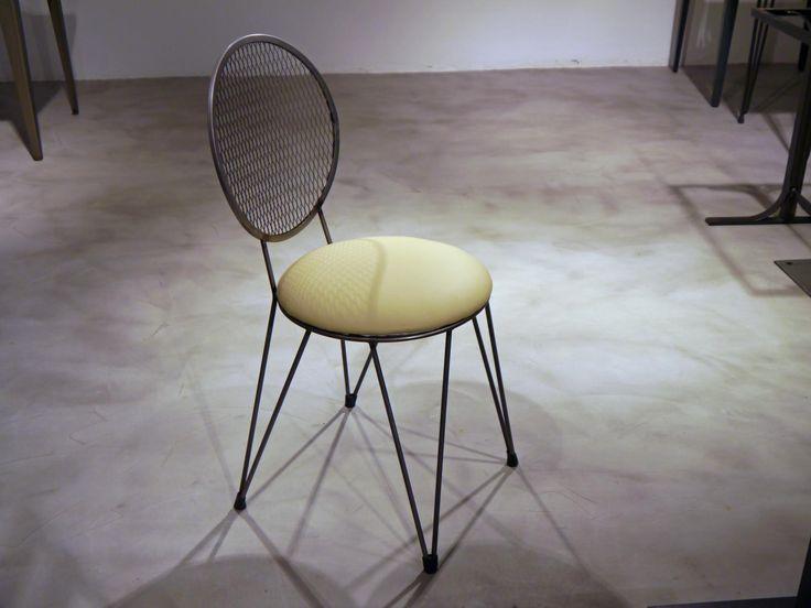 Silla de estilo vintage de varilla de hierro y rejilla for Modelos de sillas de hierro