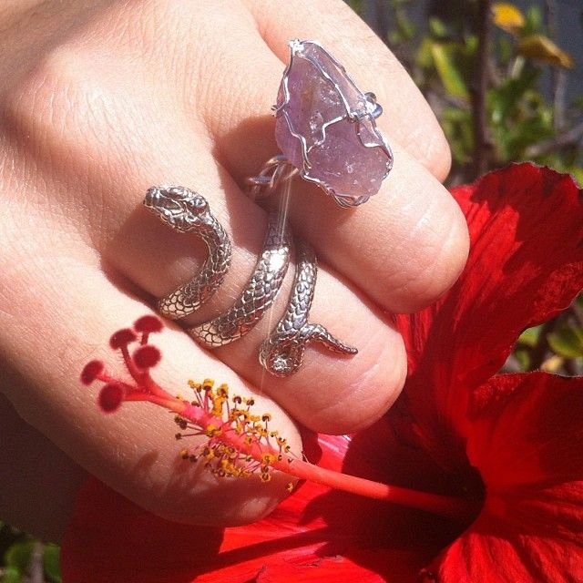 Crystal & Viper Ring !! Available At www.iheardtheyeatcigarettes.com Free Delivery !! #ring #rings #jewelry #jewellery #asos #accessory #urbanoutfitters #fashion #cool #hibiscus #flower #crystal #crystalring #love #ihtec #iheardtheyeatcigarettes #snake #skate #surf