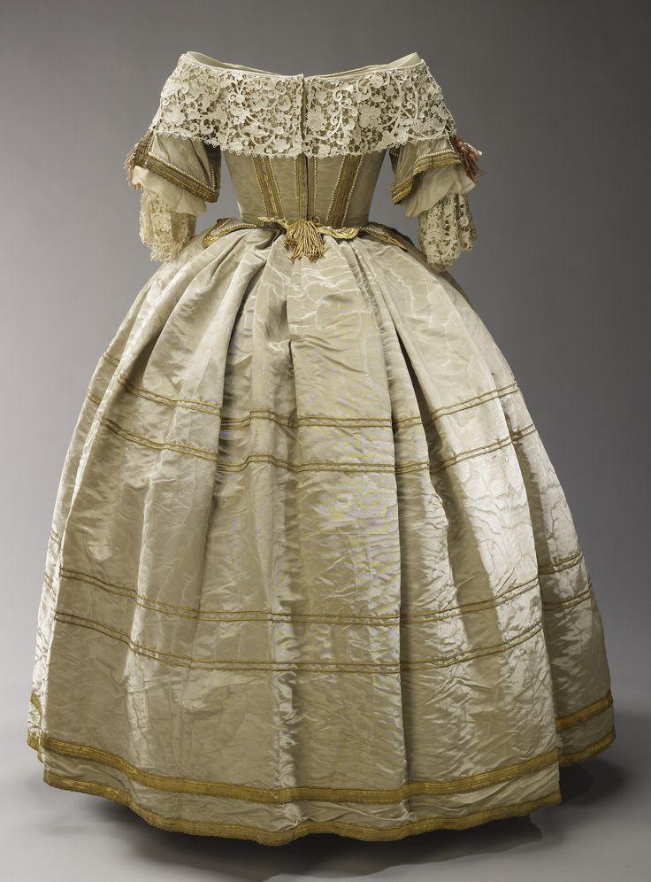 совершенно платья королевы виктории фото именно