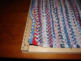 Great tutorial for weaving a rag rug!