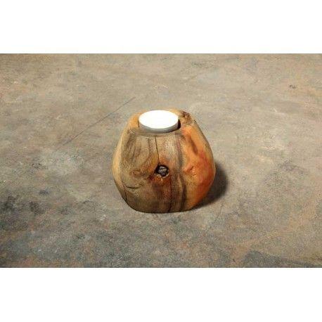 """Photophore """"Pebble"""" (""""caillou"""") de Nzito en bois de récup. / recyclage, Tanzanie. Taillé à la main, il comporte parfois un indice sur sa vie antérieure, ici par exemple la tige d'un ancien morceau (clou ?) de fer. Prix: 18€"""