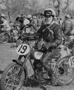 1955 浅間高原レース  125 優勝のヤマハ日吉昇