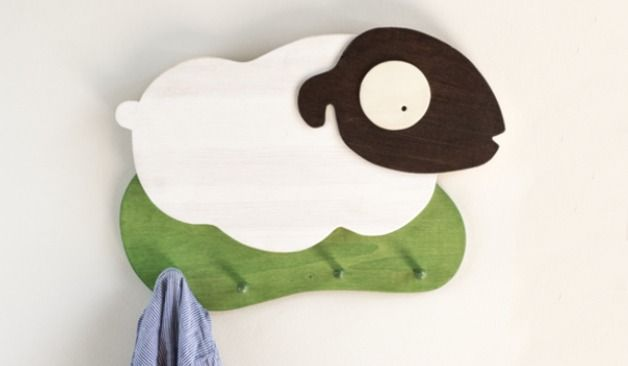 Hakenleiste fürs Kinderzimmer mit süßem Schaf / coat rack little sheep for the nursery made by lutki - Kindermöbel via DaWanda.com