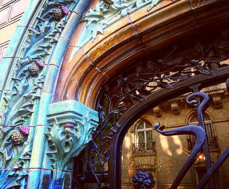 Paris XVI  #artnouveau  Repost with @reposap #reposap