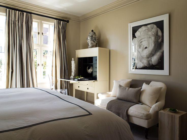 classic traditional beige bedroom: Lights House, Bedrooms Colors Schemes, Benjamin Dhong, Bedrooms Design, Paintings Colors, Beige Bedrooms, Paint Colors, Master Bedrooms, Bedrooms Ideas