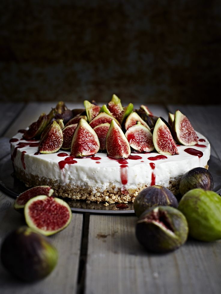 Cheese cake with figs