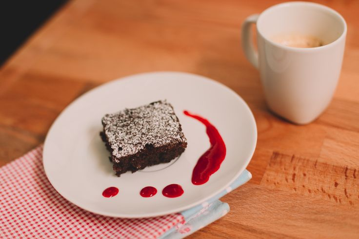 Food Recipe - Brownies with raspberry coulis