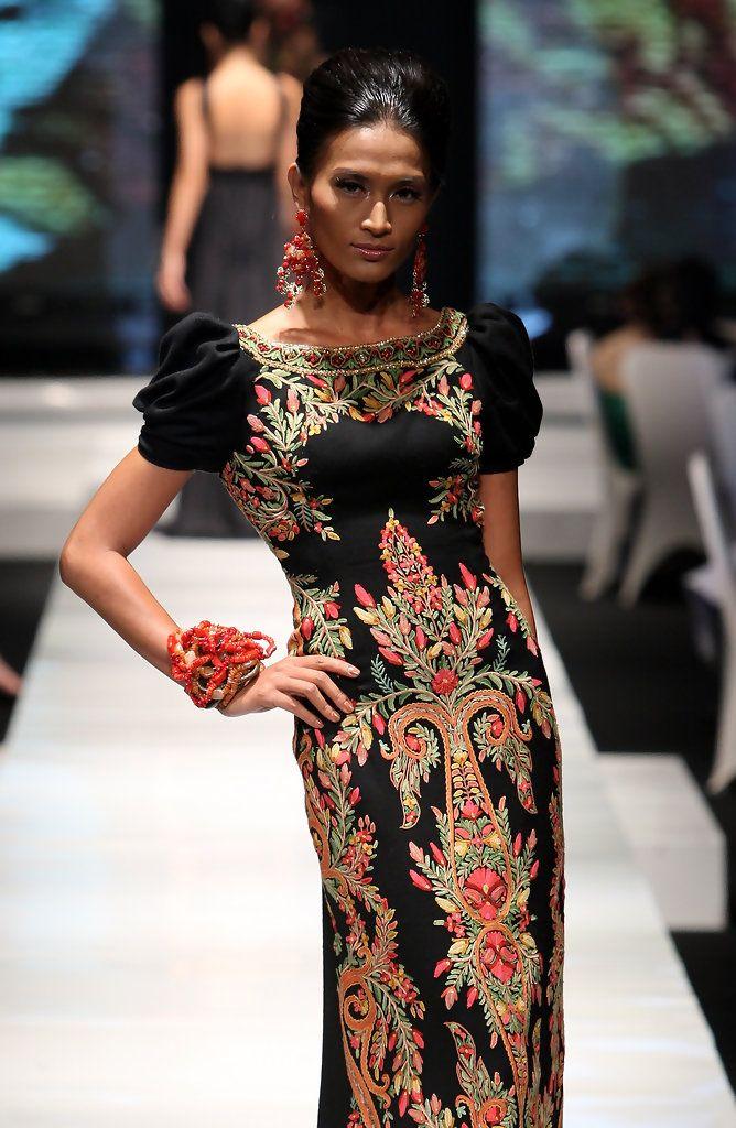 http://www.zimbio.com/pictures/_kZ8SQQckg9/Jakarta Fashion Week 2009 10 Day 1/V0EaTKq6rRs