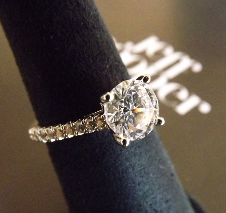 Simple and elegant! Jeff Cooper diamond engagement ring #jeff_cooper #engagement_ring