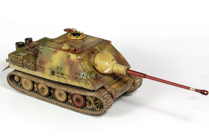 Jagdsturmtiger with long 88mm gun weight :60 tons Speed :28mph range 95mi armour:150mm