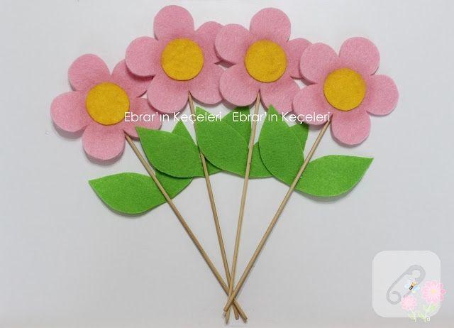 keçe pembe çiçekler çubuklu bebek şekeri olarak hazırlanmış, zarif modeller. kız ve erkek bebeklerin özel günlerinde dağıtılmak üzere hazırlanmış rengarenk bebek hediyelikleri...
