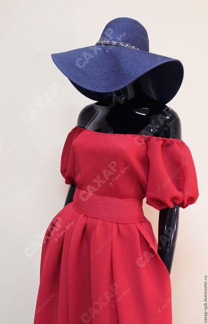 Купить или заказать 'Воздушное гофре' платье из шифона в интернет-магазине на Ярмарке Мастеров. Платье в единственном экземпляре! Из декоративного шифона гофре. Сочный красный цвет. Трикотажный приятный подклад, на юбке подклад не в пол. Перед и спинка по линии талии с минимальной сборкой, активная сборка на юбке и рукавах. Не полнит! Спущенные плечи, объемный воздушный рукав. За счет прозрачности, смотрится не громоздко. Съемный пояс, дополнительно уплотнён. Длина юбки от талии 120 см.…