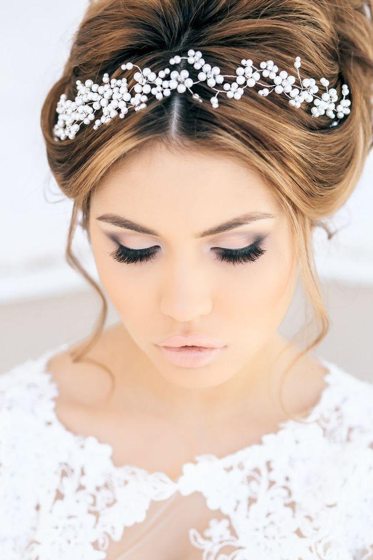 Maquillaje con smokey-eyes suave para novias románticas