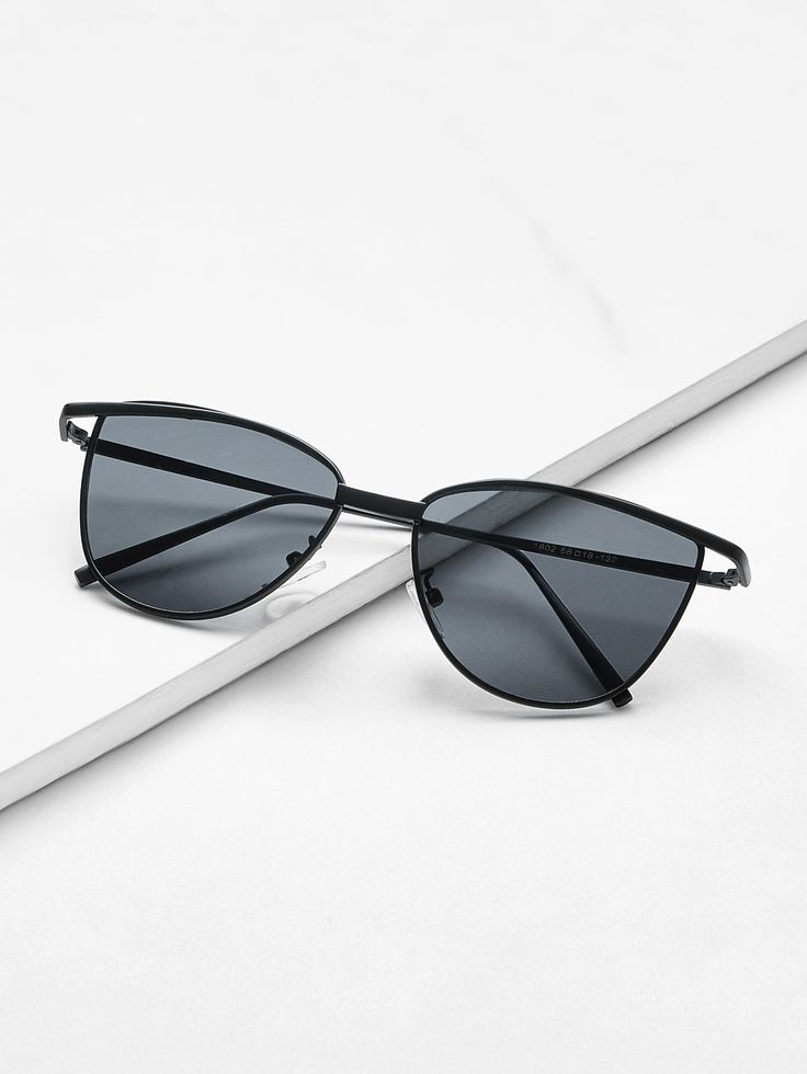 Shop Flat Lens Metal Frame Sunglasses online. SheIn offers Flat Lens Metal Frame Sunglasses & more to fit your fashionable needs.
