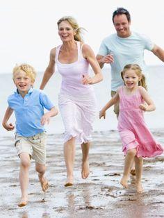 Freunde können wir uns aussuchen, Eltern und Geschwister nicht. Wir verraten Tipps für eine glückliche Familie. Hier erfahren Sie, wie es zu Hause harmonisch bleibt.