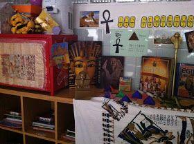 """En nuestro segundo día hemos creado nuestro MUSEO  y lo hemos llamado entre todos: """"LOS SECRETOS DE EGIPTO"""" . Ya hemos empezado a traer muc..."""