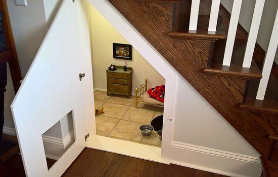 「階段下のスペースにお部屋が!」中を覗いてみると…叔母が作ったお部屋の正体がステキ!4枚 | COROBUZZ