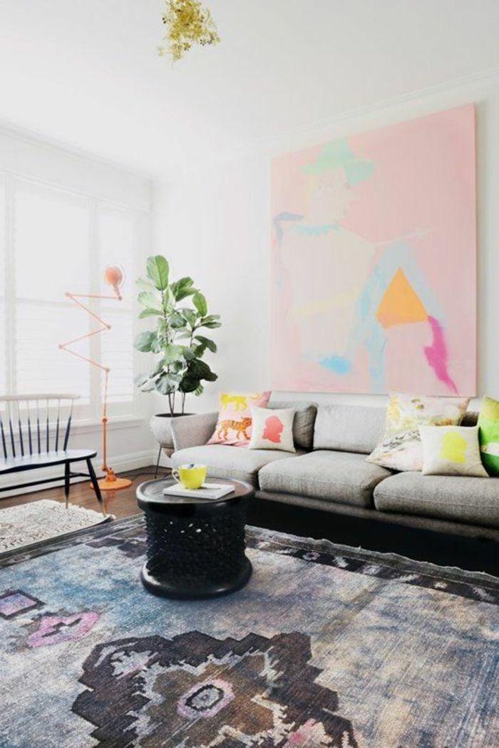teppich wohnzimmer schick topfpflanze dekokissen
