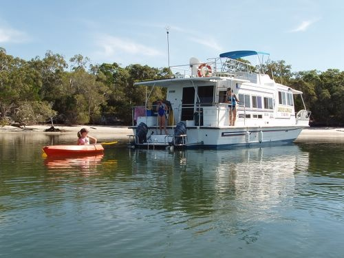 Luxury Afloat House Boats - Tin Can Bay