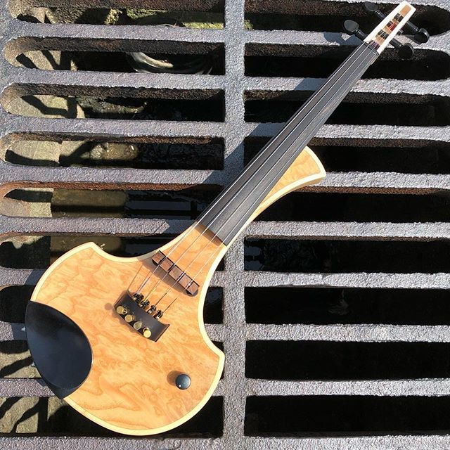 A Cantini Earphonic MIDI violin      @cantinielectricviolins