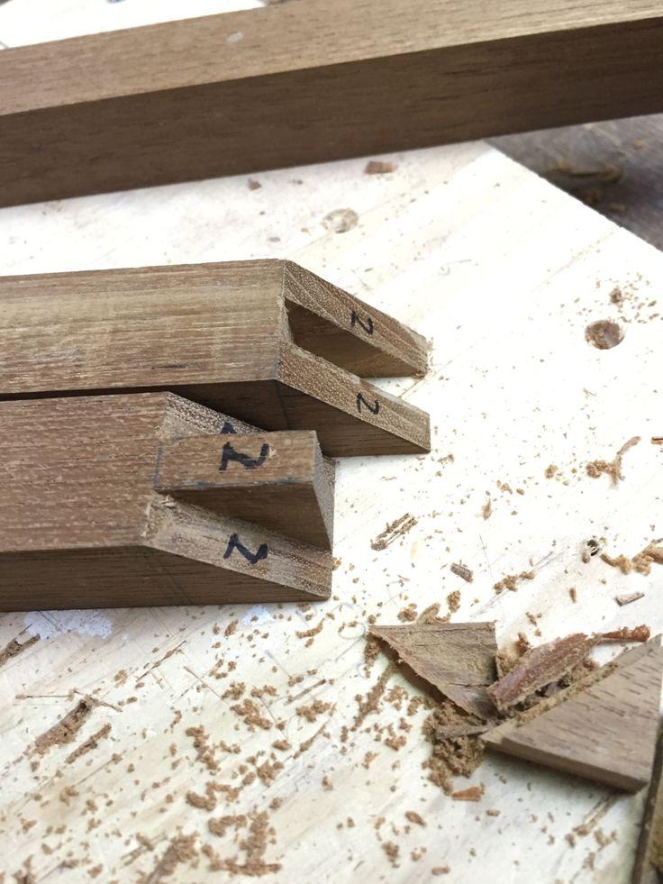 — 2016.1.20   【フレーム製作】   壁掛け用の小さめの鏡の木枠となるフレームを製作中です。
