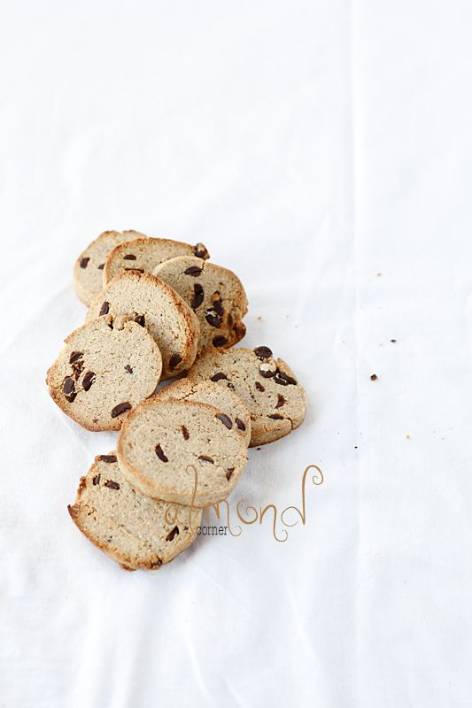 Almond Corner: Chestnut flour cookies with coffee and chocolate chip