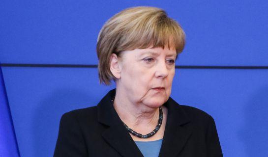 Premier Bawarii Horst Seehofer postanowił wykorzystać poważne kłopoty Angeli Merkel i zaczął otwarcie ją atakować.