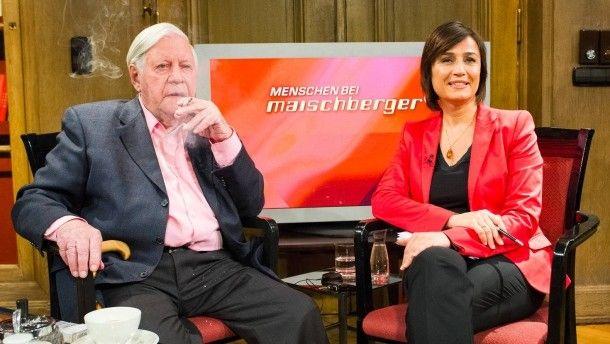 Raucht und redet: Helmut Schmidt bei Sandra Maischberger