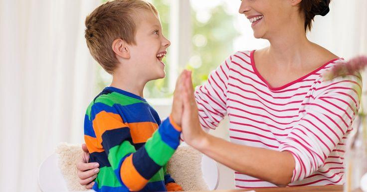 Bien sûr, vous pouvez dire «très bien» ou «bravo», mais il existe une centaine d'autres façons d'encourager un enfant. Un cadeau inestimable à lui offrir… avec des mots!