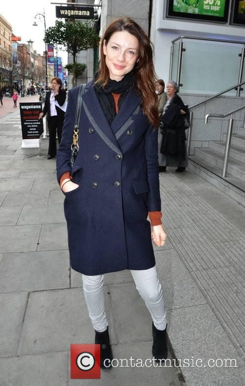 Caitriona Balfe - Caitriona Balfe and hair stylist Michael Doyle go for lunch together at Wagamama | 6 Pictures | Contactmusic.com