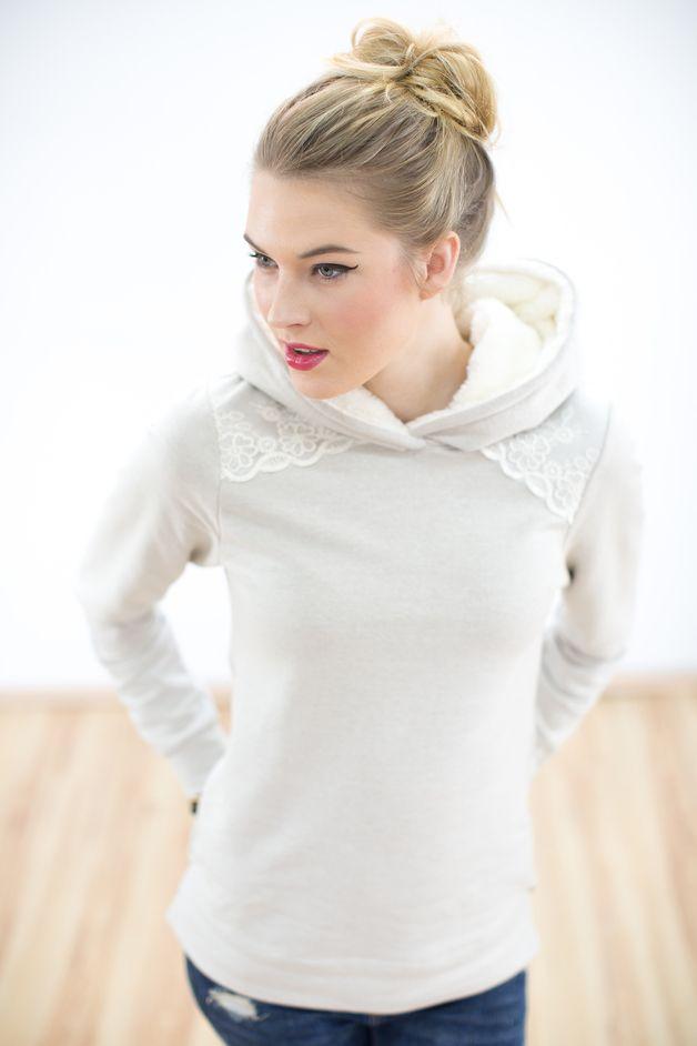 Wunderbar kuscheliger Hoodie aus beigem Sweatshirtstoff. Eine creme farbene…