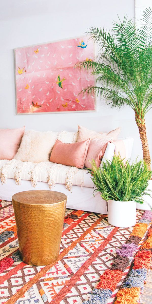 Fun and beautiful ways to switch up your sofa to completely change the room!